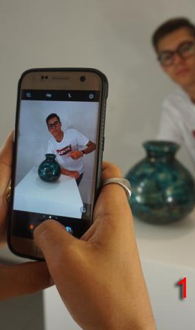 1. Scatta una foto, ovunque tu voglia, purché sia inerente al tema della ceramica. Sfoga la tua creatività con foto divertenti ed originali!