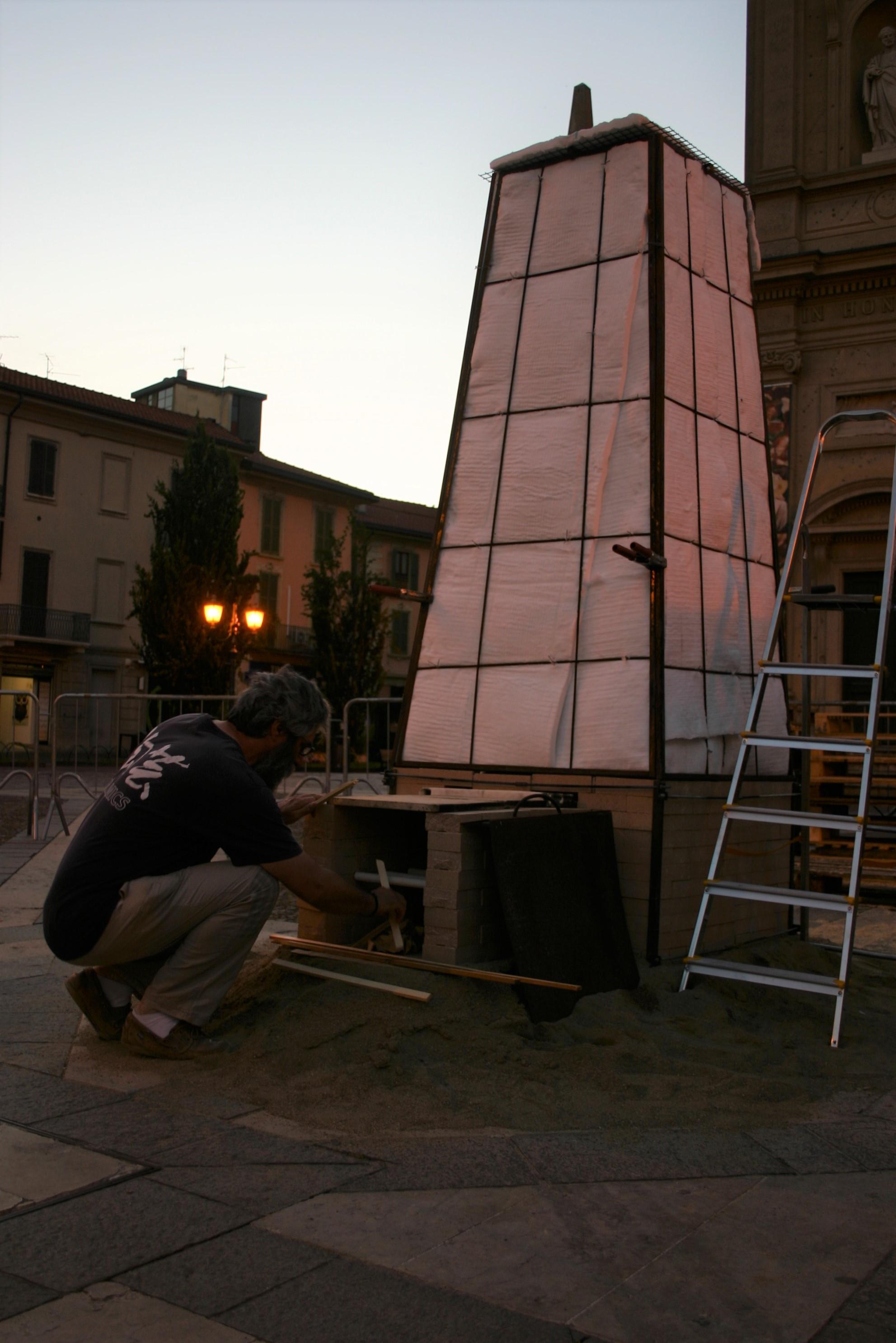 Fuoco e terra: alchimie di libertà – Accensione della fornace in Piazza Libertà, Saronno