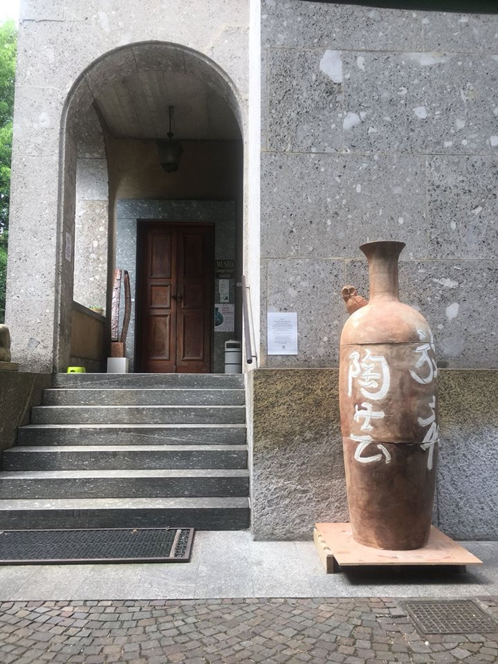 Angelo Zilio; KIZUNA. Custode degli affetti e della comunità; Argilla refrattaria, ingobbi, ossidi; Cottura a legna; 2018